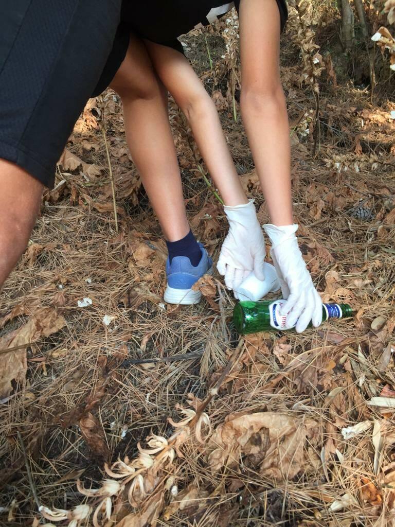 Praiano, giovani volontari puliscono la città dai rifiuti