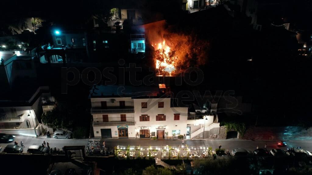 Praiano incendio foto Dimitri Russo per Positanonews