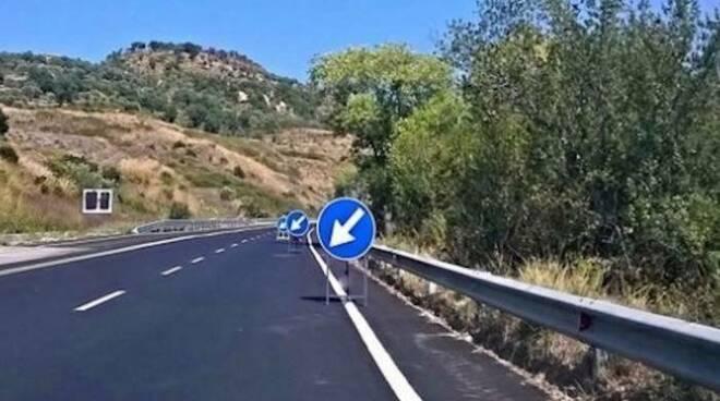 """Salerno: dall'11 agosto innalzati i limiti di velocità su alcuni tratti della SS 18/VAR """"Cilentana"""""""
