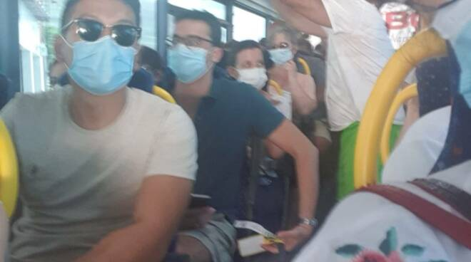 Sita , poche corse e bus troppo affollati, turisti lasciati a terra