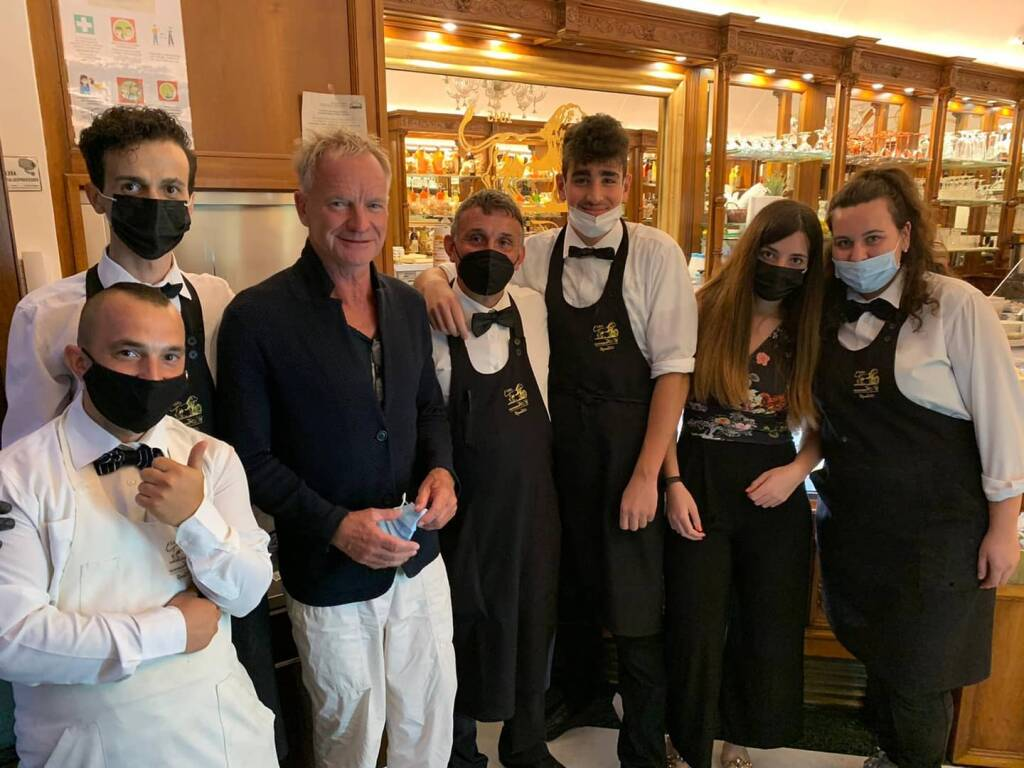 Sting ad Amalfi con lo staff del Bar Francese