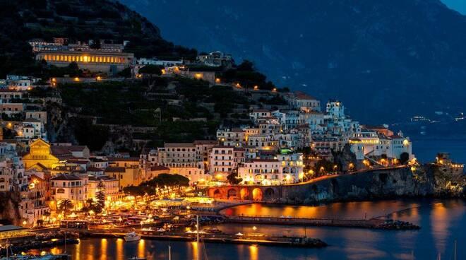 """Un nuovo """"By Night"""": le luci accendono l'estate di Amalfi"""