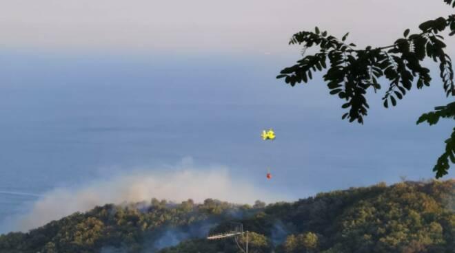 Ancora fiamme: incendio anche a Sant'Agata di Massa Lubrense