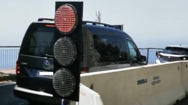 auto retromarcia semaforo positano piano