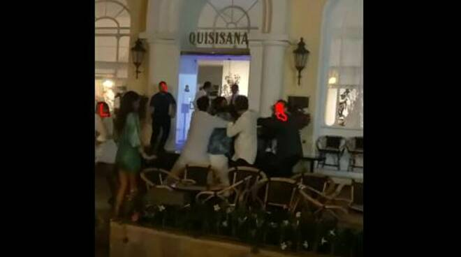 Capri, rissa davanti all'Hotel Quisisana.