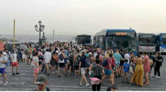 Costiera amalfitana, caos trasporti. Autobus pieni e autisti costretti a saltare le fermate