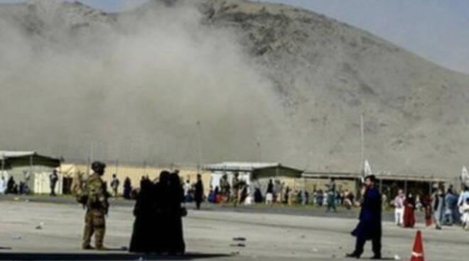 Cresce il numero delle vittime della strage di Kabul: 170 morti e 200 feriti
