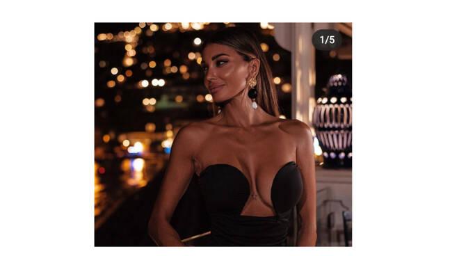 Cristina Buccino, una notte a Positano. Spettacolare e sexy al Rada e Fly, la vista più bella del mondo