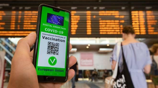 Dal primo settembre green pass obbligatorio per treni, aerei e navi a lunga percorrenza