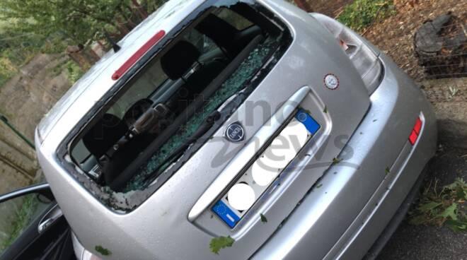 Danni anche a Pimonte: vetro di un'auto sfondato dalla grandine