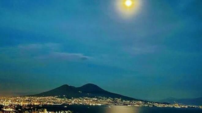 Domani occhi al cielo per la Luna blu