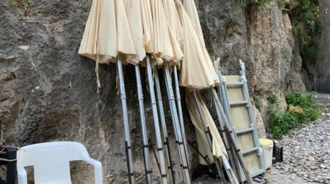 Fiordo di Furore: sequestrata attrezzatura da spiaggia