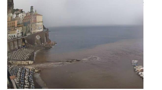 Il maltempo flagella la costiera amalfitana. Ad Atrani paura per il fiume Dragone