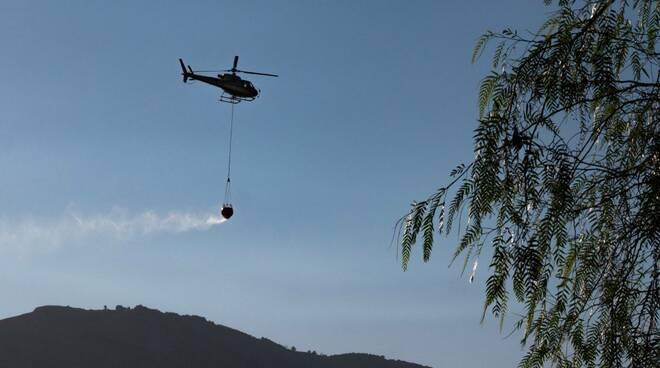 Incendio sui Monti Lattari: le operazioni di spegnimento nelle foto di Riccardo Maria Ricci