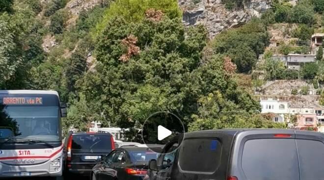 Incubo traffico a Positano