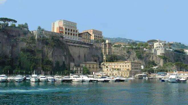 L'Abbac e la crisi del turismo. Cosa si aspetta per il porto turistico a Sorrento?