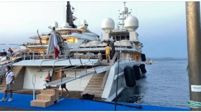 L'ex emiro del Qatar sbarca ad Ischia con una flotta di 7 yacht