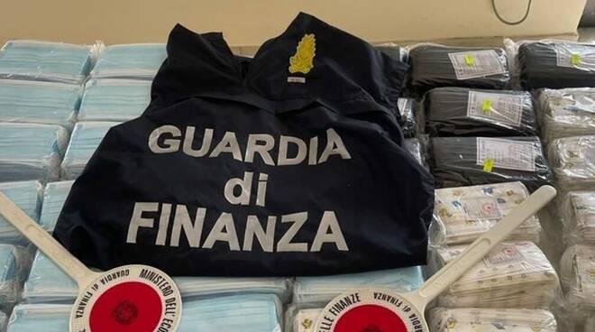 La Guardia di Finanza sequestra 1,2 milioni di articoli contraffatti: prodotti non a norma anche in Penisola Sorrentina