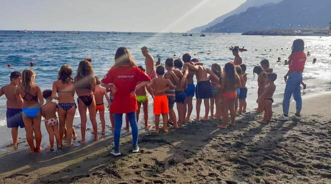"""Maiori: """"A prova di estate protetti"""" con i volontari CRI - Comitato Costa Amalfitana"""