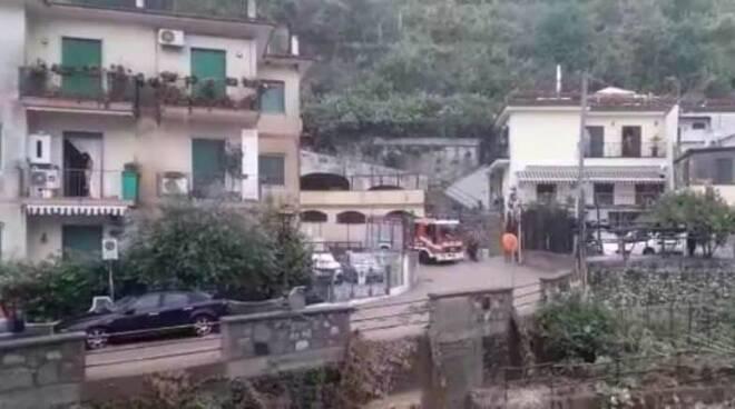 Minori, pericolo per un evento franoso in località Villamena