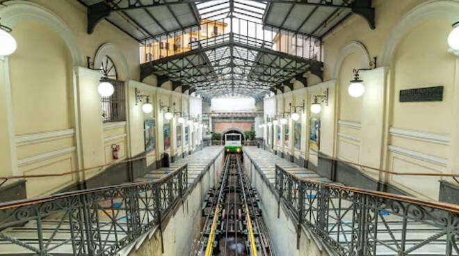 Napoli, la funicolare centrale ferma per guasto tecnico
