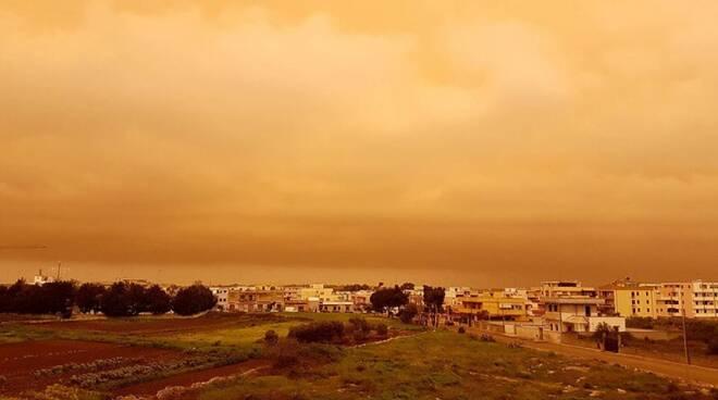 Oltre al caldo record in arrivo anche una tempesta di sabbia dal deserto del Sahara che colpirà anche la Campania