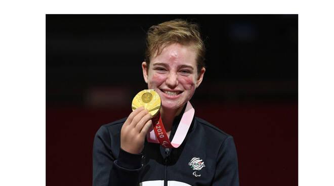 """Paralimpiadi di Tokyo, Bebe Vio conquista l'oro nel fioretto e confessa: """"Ad aprile ho rischiato di morire"""""""