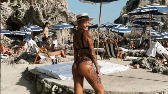 Positano, la modella australiana, Tina Louise in pieno relax