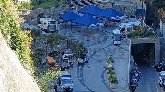 Positano: sono arrivati i camion per i mille vaccini da somministrare in Piazza dei Racconti