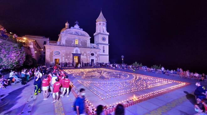 """Praiano, atmosfera magica per la prima serata della """"Luminaria di San Domenico"""""""