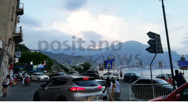 Ravello, traffico completamente bloccato al bivio di Castiglione