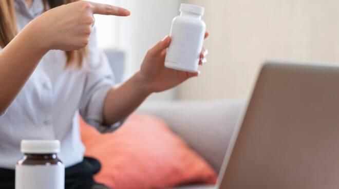 Reazioni avverse ai farmaci e vaccini, come segnalarle? I consigli della farmacia Elifani di Meta