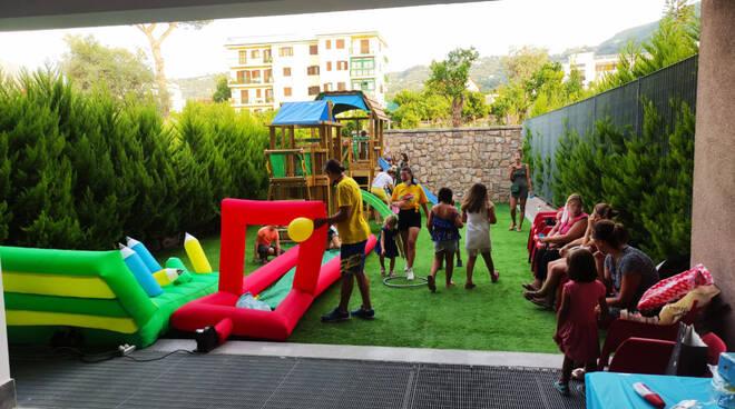 Sant'Agnello, la gioia dei bambini in festa nel parco giochi dell'Housing Sociale