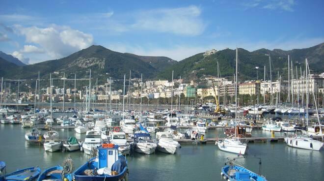 Shock a Salerno, ritrovato un cadavere tra gli scogli al Molo Masuccio