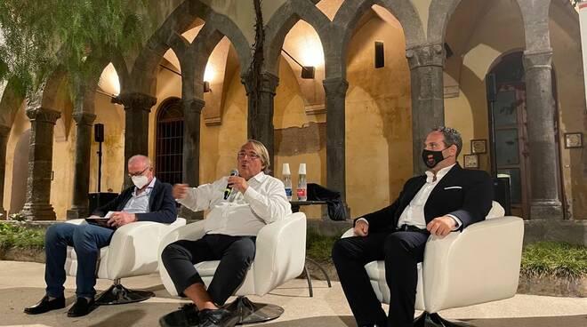 Sorrento, appuntamento politico-economico al Chiostro di San Francesco. Ospite Roberto Napoletano