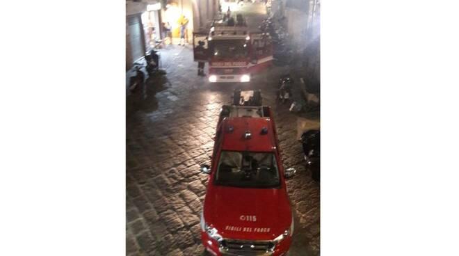 Sorrento, in fiamme un motorino in Via San Nicola in pieno centro storico