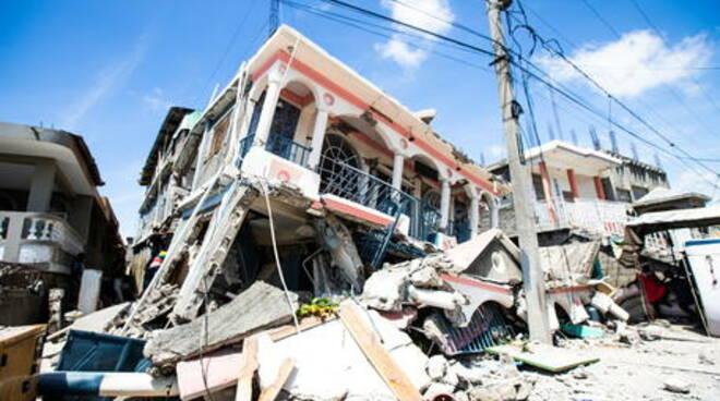 Tragedia ad Haiti: nuovo terremoto scala 7.2, almeno 300 le vittime