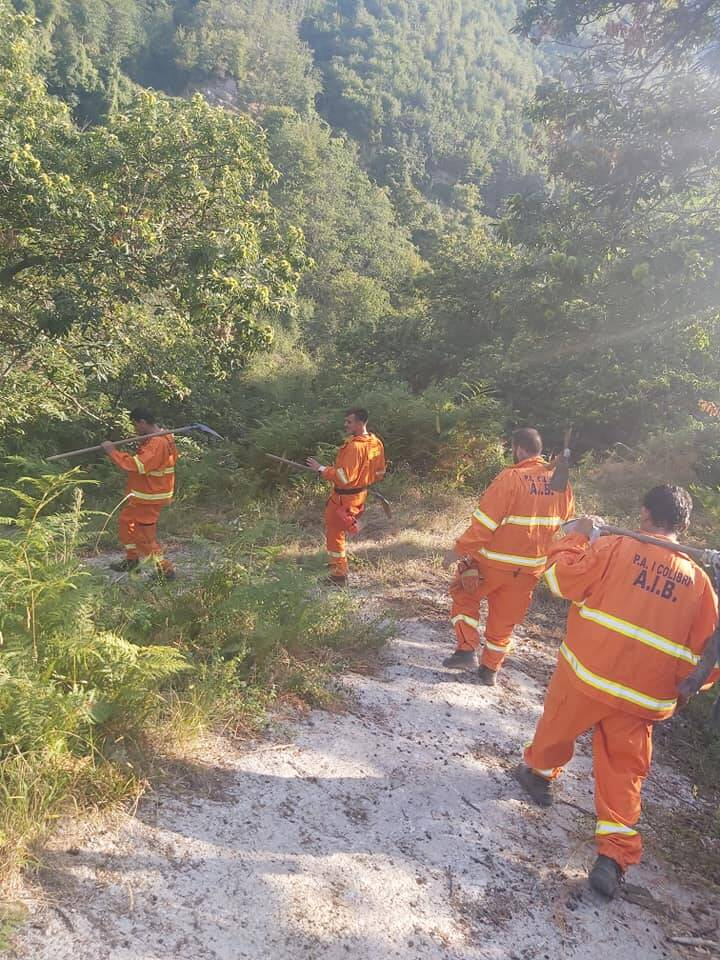 """Tramonti, i volontari della P.A. """"I Colibrì"""" domano un principio di incendio a Cesarano"""