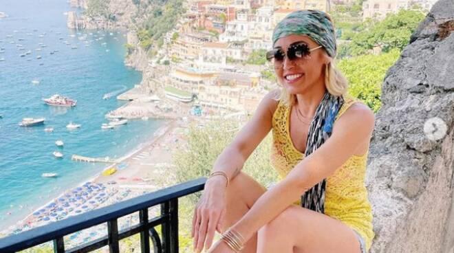 "Vacanze a Positano per Mary Fitzgerald, protagonista del programma Netflix ""Selling Sunset"""
