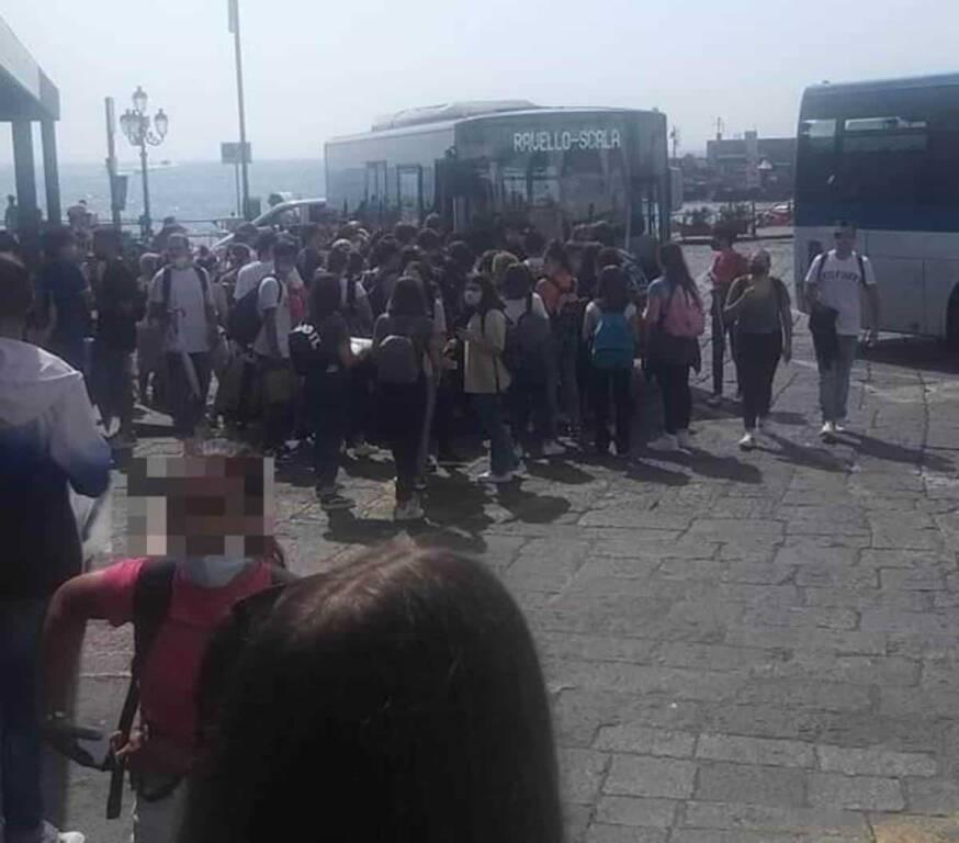 Amalfi assalto ai bus