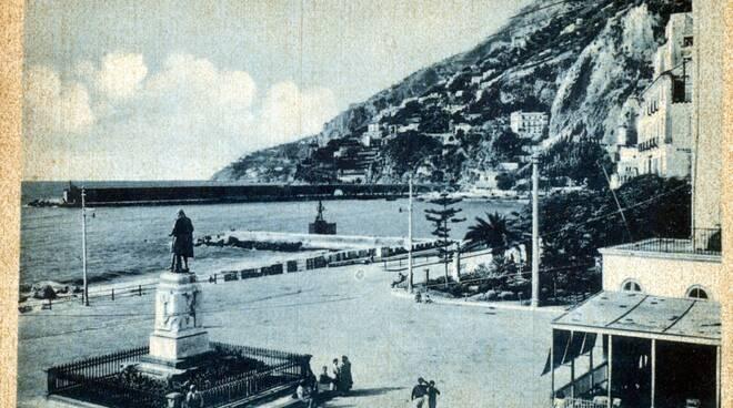 Amalfi, la riflessione del Comandante Barra sulla statua di Flavio Gioia