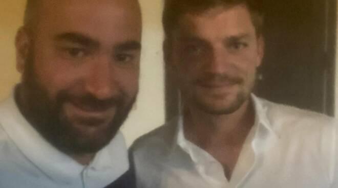 Anche il famoso tennista belga David Goffin era in piazza a Ravello, ma sarà venuto per i comizi?