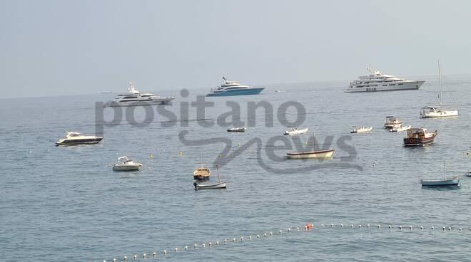 """Ancora grandi yacht nelle acque di Positano: arrivano """"Go"""", """"Lumiere"""" ed """"Ebony Shine"""""""