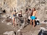 """Aperitivi e party in spiaggia? """" No grazie, preferiamo le tartarughe."""" La """"vacanza-lavoro"""" dei giovani ambientalisti a Punta Campanella"""
