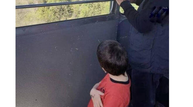 Aperta inchiesta per sequestro di persona del piccolo Eitan, l'unico sopravvissuto alla tragedia della Funivia del Mottarone