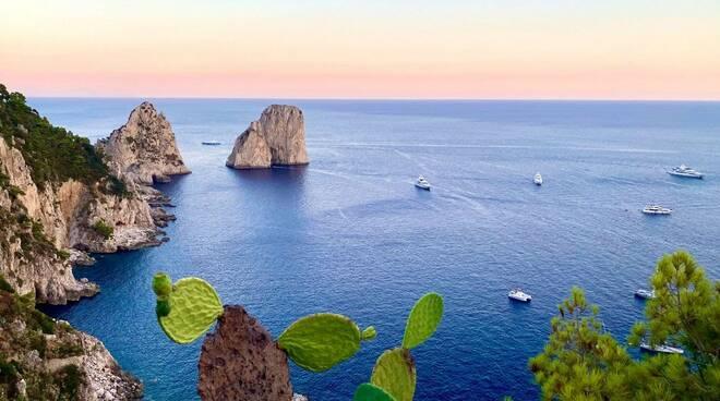 Capri: i Faraglioni a luce rosa a supporto della prevenzione per le donne