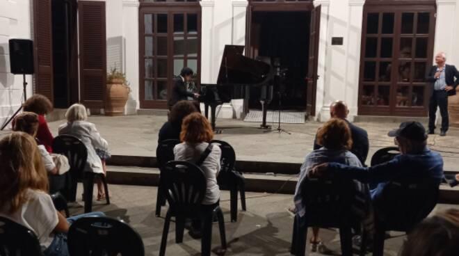 """Intervista al pianista Yuanfan Yang, primo ospite della rassegna """"I Concerti di Villa Fondi""""."""