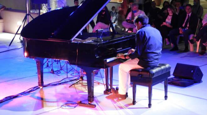 Luis Di Gennaro da Mercogliano prestigiatore di parole e note musicali