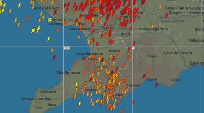 Costiera Amalfitana, centinaia di fulmini caduti in poche ore