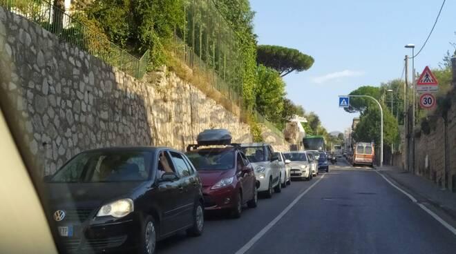 Domenica da bollino rosso per la viabilità con lunghe code dalla penisola sorrentina in direzione Napoli